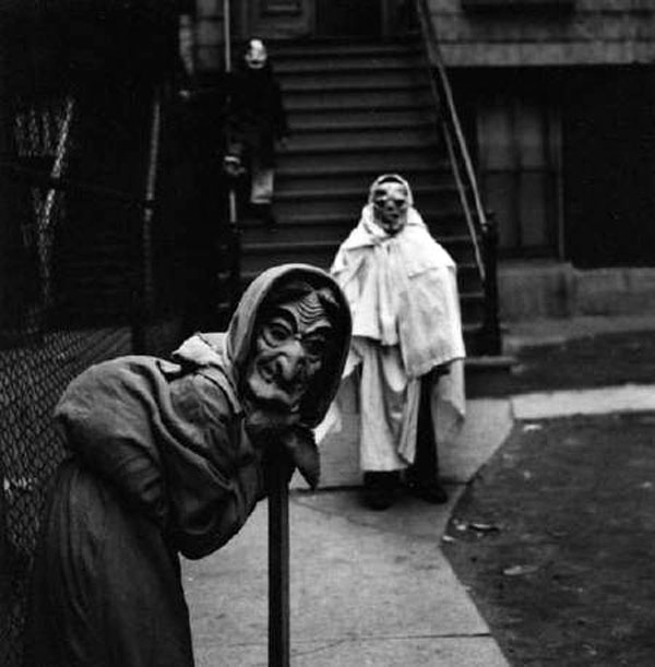 vintage halloween costumes are creepy